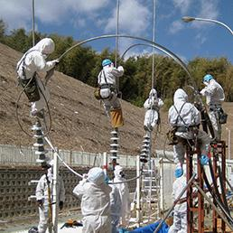 Tecnici al lavoro per superare l'emergenza (Ap)