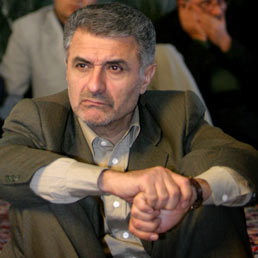 Una tazza di t� verde a Teheran. Nella foto Mohsen Safaei Farahani (Reuters)