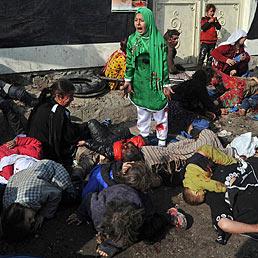 Pulitzer 2012, si distingue l'online. Premiati Huffington Post e Politico. Nella foto Tarana Akbari, 12 anni, urla terrorizzata dopo che un attentatore suicida si è fatto esplodere in mezzo alla folla presso il Santuario Fazel Abul a Kabul il 6 Dicembre 2011. Con questo scatto Massoud Hossaini, fotografo 31enne dell'agenzia Agence France-Presse, ha vinto il premio per la fotografia breaking news (AFP Photo)