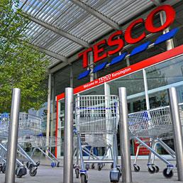 Periferia inglese in rivolta contro la Tesco, terzo colosso mondiale della grande distribuzione (Reuters)