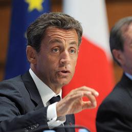 """""""E-summit"""" a Parigi prima del G8 di Deauville: Sarkozy propone una """"dichiarazione su internet"""""""