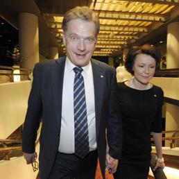 Sauli Niinisto con la moglie Jenni (Reuters)
