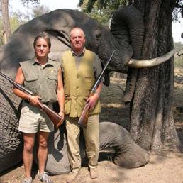 «Mi spiace molto, ho fatto un errore»: Juan Carlos si scusa dopo la caccia all'elefante (Olycom)