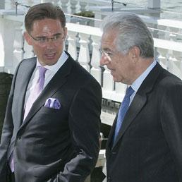 Il premier finlandese Katainen con il presidente del Consiglio Monti (Epa)
