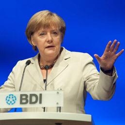 Merkel ribadisce il no alla condivisione del debito (Epa)