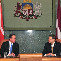David Cameron e Valdis Dombrovskis (Afp)