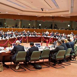 Nella foto la tavola rotonda dei ministri delle Finanze nel corso della riunione informale Ecofin a Dublino (Epa)