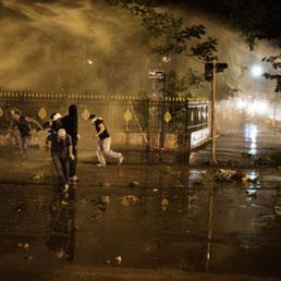La polizia riconquista piazza Taksim. Multe a tv che trasmettono proteste - Il sultano che sogna l'impero