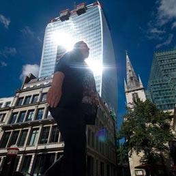 """Londra, il nuovo grattacielo nella City """"fonde"""" una Jaguar - Foto"""