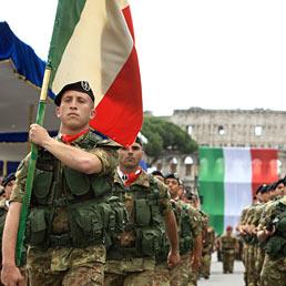 Un emendamento del Pd «salva» le feste laiche. Nella foto la parata militare della festa del 2 giugno (Emblema)