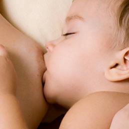 L'allattamento al seno aiuta il neonato a creare la flora intestinale