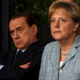 Wsj: Merkel chiamò Napolitano per suggerire un cambio del premier. Nella foto l'ex presidente del Consiglio, Silvio Berlusconi (a sinistra) con il cancelliere tedesco Angela Merkel