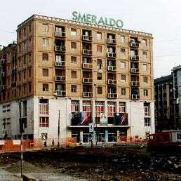 Il teatro Smeraldo chiude ra una settimana. L'ultimo appello per salvarlo in una pagina pubblicitaria