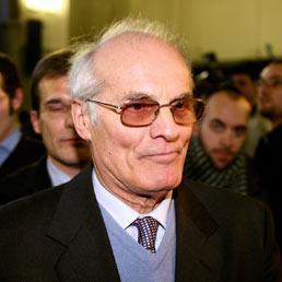 Assolto Giovanni Petrali il tabaccaio che aveva ucciso un rapinatore a Milano nel 2003 (Fotogramma)