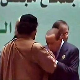 Berlusconi: baciamano a Gheddafi? Sono un guascone (Ansa)