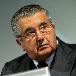 De Benedetti a Die Zeit: Mario Monti leader ideale per il centrosinistra, tutto il Pd lo vuole (foto Ansa)