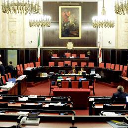 Aula del Consiglio comunale di Milano (Fotogramma)