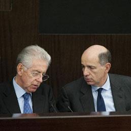 Mario Monti con Corrado Passera (Ansa)