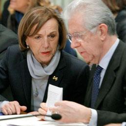 Elsa Fornero e Mario Monti durante l'incontro Governo-parti sociali (Lapresse)