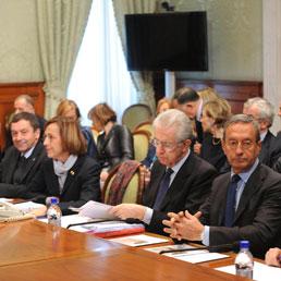 I rappresentanti del Governo durante l'incontro odierno con le parti sociali (Imagoeconomica)