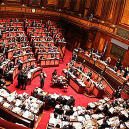 Ai dipendenti del Senato anche la «sedicesima». Nella foto l'Aula di Palazzo Madama (Ansa)