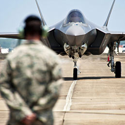 Caccia F-35: tutti i paradossi di un aereo che coster� all'Italia 14,3 miliardi (2,5 gi� spesi)
