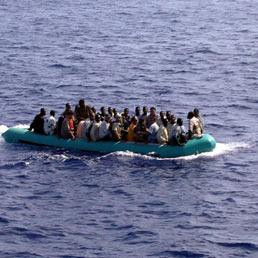 immigrati-gommone-Fotogramma_258.jpg (258×258)
