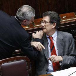 I ministri Di Paola e Giarda in Aula alla Camera (Ansa)