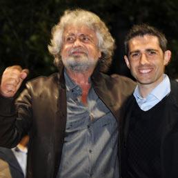 I candidati a sindaco di Palermo Leoluca Orlando e a Parma Federico Pizzarotti (Ansa)