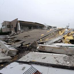 I resti della fabbrica di ceramiche di Sant'Agostino crollata dopo la scossa di terremoto (Ansa)