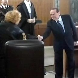 Silvio Berlusconi stringe la mano al procuratore aggiunto di Milano Ilda Boccassini (Ansa)