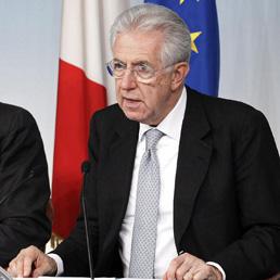 Il presidente del Consiglio Mario Monti durante la conferenza stampa al termine del Consiglio dei ministri (Ansa)