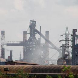 Veduta esterna dello stabilimento siderurgico Ilva di Taranto. (ANSA / RENATO INGENITO)