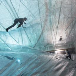 Tomás Saraceno, On Space Time Foam, 2012. L'installazione in HangarBicocca (Foto di Alessandro CocoCourtesy Fondazione HangarBicocca, Milano)