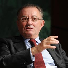 Squinzi: segnali (timidi) di ripresa, bene il Governo ma attuare le riforme - Toccato il fondo della crisi, nel 2014 la risalita - S&P taglia le stime del Pil italiano (-1,9%)