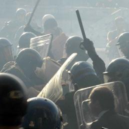 Scontri con le forze dell'ordine a Roma (Agf)