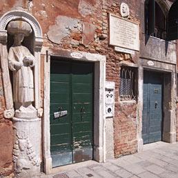 Nella foto la casa del Tintoretto a Venezia (Corbis)