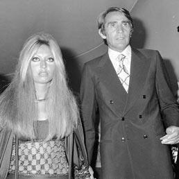 """L'attrice AlidaChelli e l'attore Walter Chiari durante la cerimonia di consegna del premio la """" Maschera d'argento """", Roma 12 ottobre 1970. (ANSA)"""