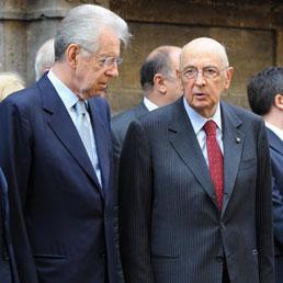Il Presidente della Repubblica, Giorgio Napolitano con il Presidente del Consiglio, Mario Monti (Ansa)