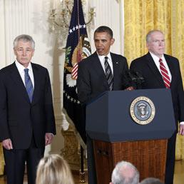 Chuck Hagel (s), Barack Obama e John Brennan (d)