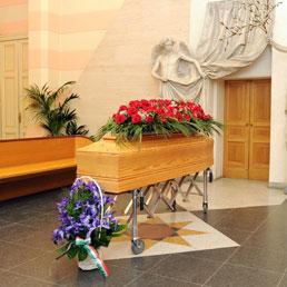 L'arrivo della salma di Rita Levi Montalcini al cimitero Monumentale, Torino,1 gennaio 2013 (ANSA/ ALESSANDRO DI MARCO)
