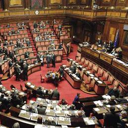 Per la fiducia al Senato ora mancano 24 voti. Occhi puntati su ex M5S e Gal - Crisi di governo, il disastro italiano sulle prime pagine in tutto il mondo