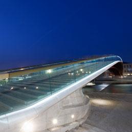 Il ponte della Costituzione a Venezia (Corbis)