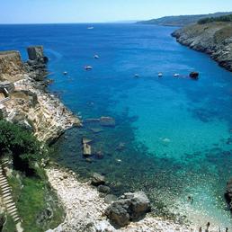 Sunday times le acque pi pure d 39 italia sono a santa cesarea terme in puglia il sole 24 ore - Bagno 19 santa cesarea terme ...