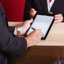 Addio carta e penna, nei contratti la firma diventa elettronica - Dossier: tutte le novità