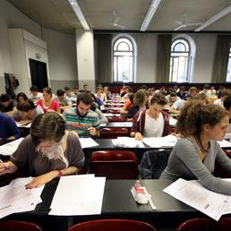 Cinque milioni per gli studenti pi� bravi alla maturit�. Il nodo valutazione: in Calabria i �100� sono il doppio della media nazionale