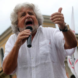 Grillo cambia idea su Telecom: tre anni fa invocava la vendita a Telefonica, oggi ne chiede il blocco