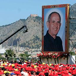 Un momento della cerimonia di beatificazione di don Giuseppe Puglisi, il parroco di Brancaccio ucciso da killer mafiosi il 15 settembre 1993, al Foro Italico di Palermo (Ansa)