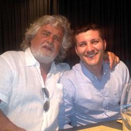 Beppe Grillo e il candidato sindaco del Movimento 5 Stelle di Ragusa, Federico Piccitto (Ansa)
