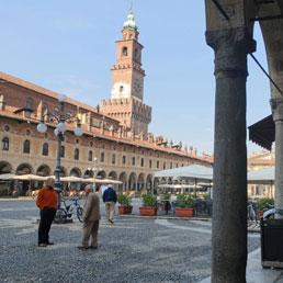 Truffe, timbra cartellino e va a casa: denunciata funzionaria a Vigevano